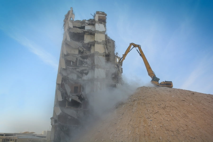 tower removal: 3 steps of the demolition process and what to con