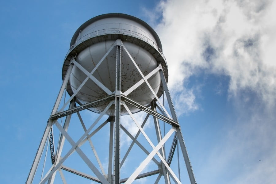 how to choose a water tank demolition crew